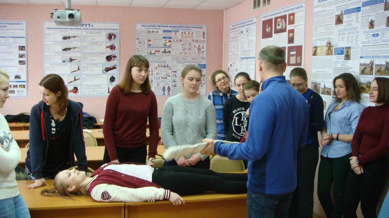 Студенты-медики учатся спасать людей