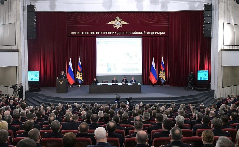 Глава МВД Владимир Колокольцев выразил готовность сотрудничества с добровольными поисковыми организациями