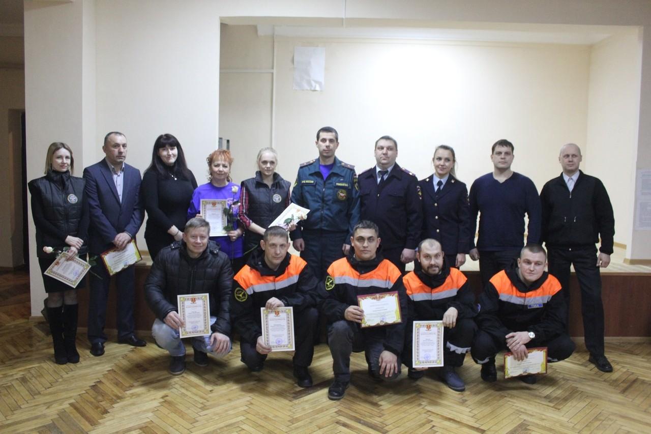 Ржевских поисковиков наградили грамотами УМВД Тверской области