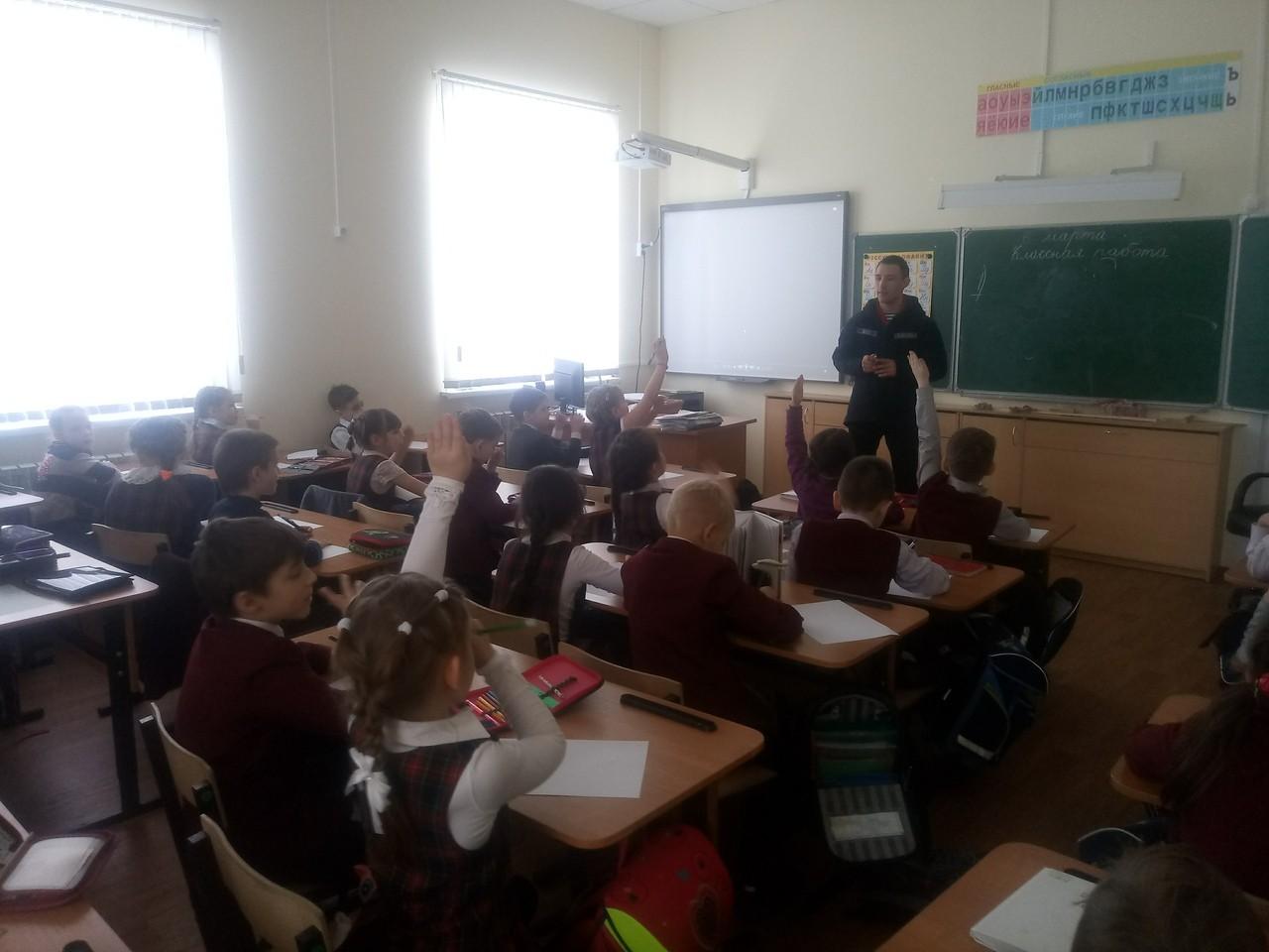 Профилактическая беседа в 1 классе гимназии №6 города Твери